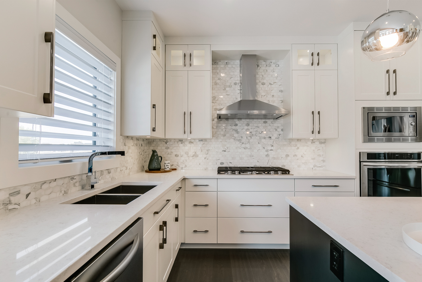 Contemporary Coeval Kitchen cabinets by Superior Cabinets