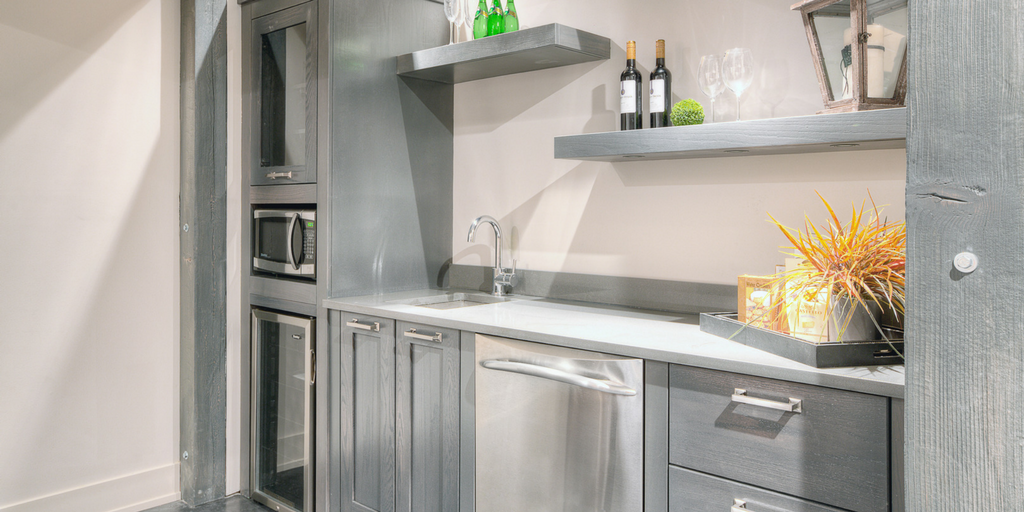 Designing the Perfect Bar | Superior Cabinets Blog SOPHISTICATED BAR