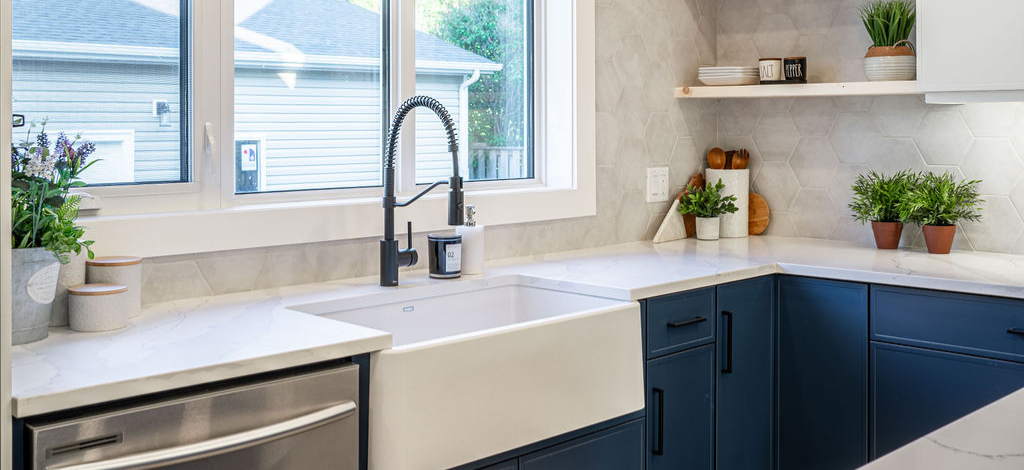 Farmhouse sink and apron sink considerations blog by Superior Cabinets Saskatoon, Regina, Calgary, Edmonton, and Winnipeg.